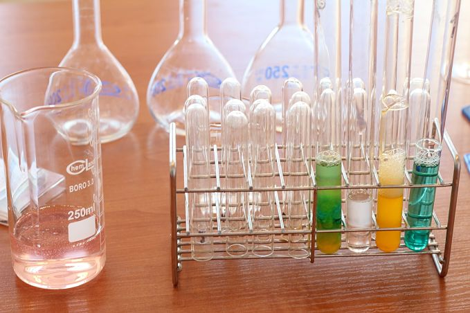 A look at endothermic and exothermic reactions and the difference between them.